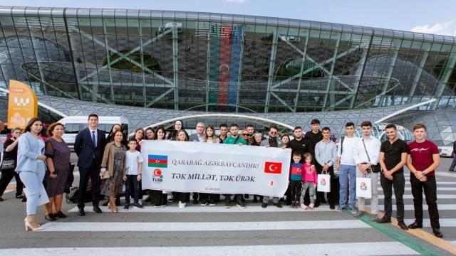 Azerbaycanda Türk iş insanları şehit çocuklarına eğitim desteği veriyor