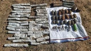 Bitlis'te toprağa gömülü patlayıcı madde ele geçirildi