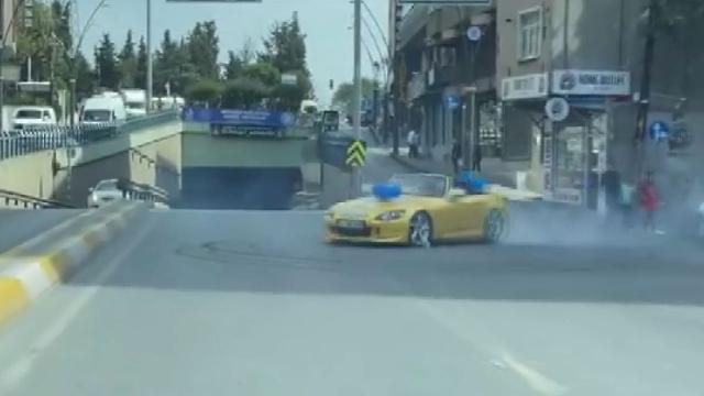 Yolu kapatıp drift yapan sürücüye 8 bin lira para cezası