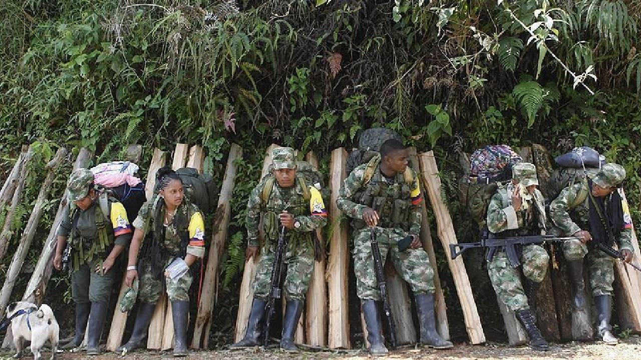 Kolombiya ordusundan eski FARC üyelerine operasyon: 10 militan öldürüldü