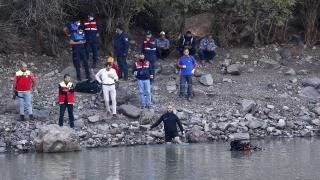 Takılan oltasını kurtarmak için gölete giren kişi boğuldu