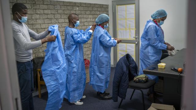 Güney Afrikada dijital COVID-19 aşı sertifikası dönemi başladı