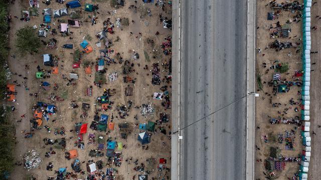ABDden sınır dışı edilen Haitili göçmenler: Bize hayvan muamelesi yaptılar