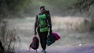 Sınır dışı edilen 260 Haitilinin ülkesine hüzünlü dönüşü