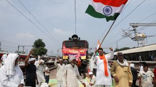 Hindistan'da yeni tarım yasalarına karşı binlerce çiftçi yine sokaklarda