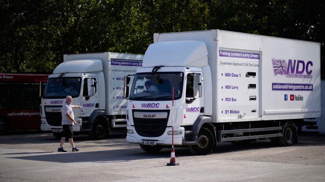 İngiltere'de TIR sürücüleri krizi: Hükümet vize kolaylıkları getirebilir
