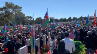 Azerbaycan şehitlerini andı