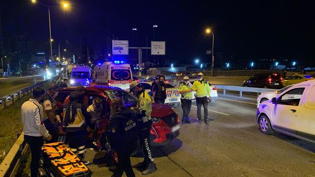 İstanbulda zincirleme kaza: 2 yaralı