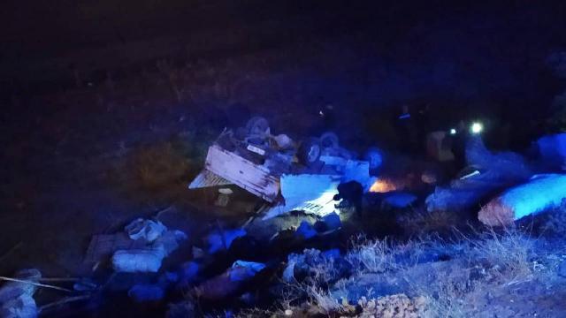 Bitliste otomobil ile kamyonet çarpıştı: 8 yaralı
