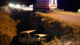 Menfeze düşen otomobildeki 3 kişi yaralandı