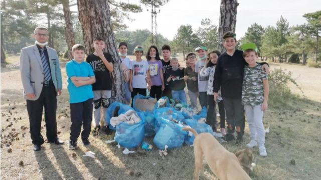 Mesire alanında 10 çuval çöp çıktı