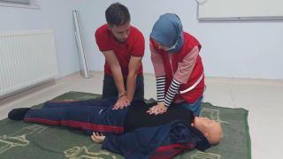 Kızılay gönüllülerine ilk yardım eğitimi verildi