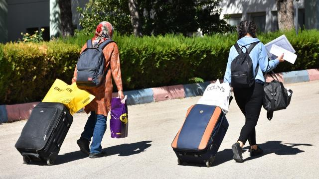 Ispartada öğrenciler yurtlara yerleşmeye başladı