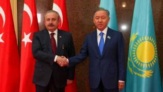Kazak mevkidaşı ve Senato Başkanıyla görüştü
