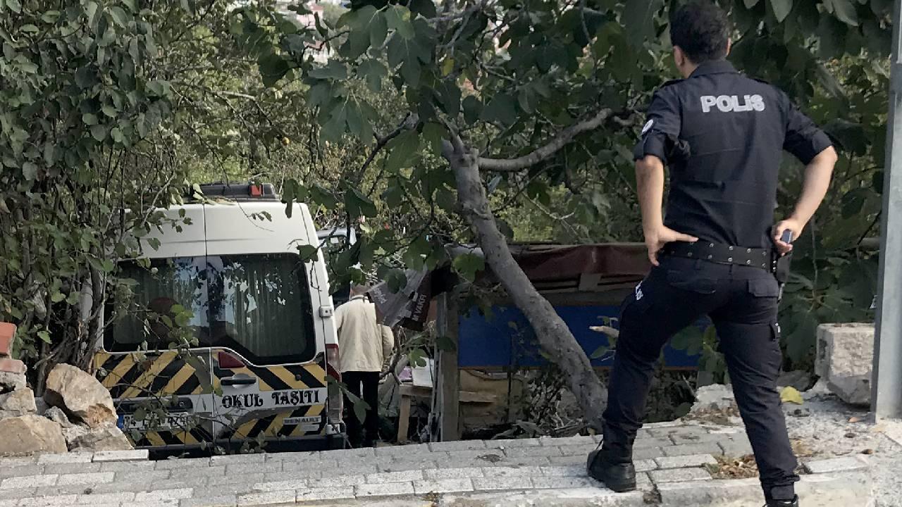Üsküdar'da okul servisi bahçe duvarına çarptı