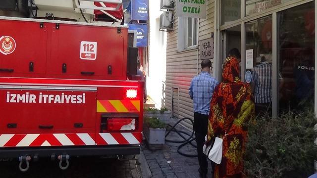 İzmirde otelde yangın: 3 kişi dumandan etkilendi