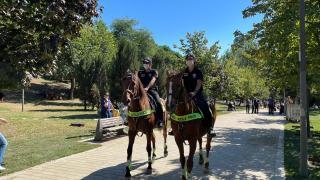 Atlı polislerden koronavirüs denetimi