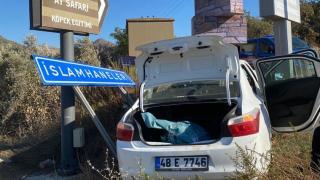 Bodrum'da kaza yapan hırsızlık şüphelileri kovalamaca sonucu yakalandı