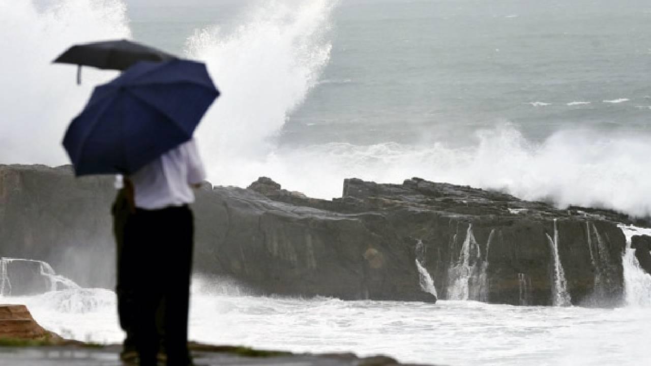 Mindulle tayfunu Japonya'ya doğru ilerliyor