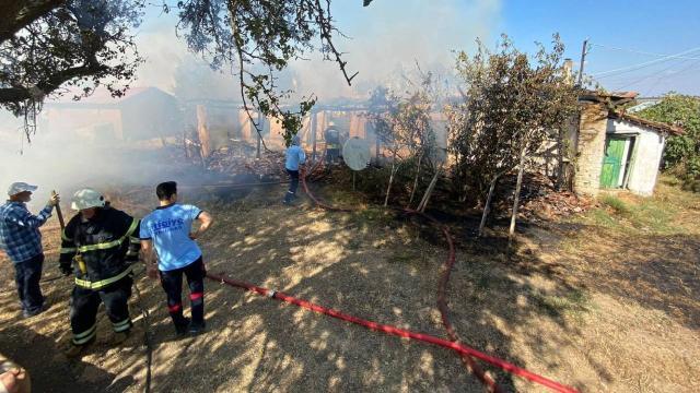 Tekirdağda yangın: 3 kişi hastaneye kaldırıldı