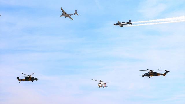 Milli Kanatlar'dan TEKNOFEST'te gösteri uçuşu