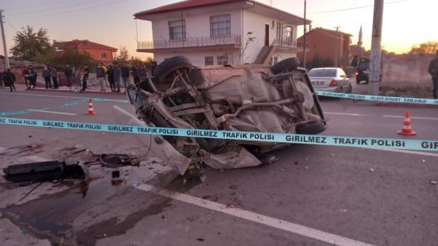 Aksarayda hafif ticari araçla otomobil çarpıştı, 1 kişi öldü
