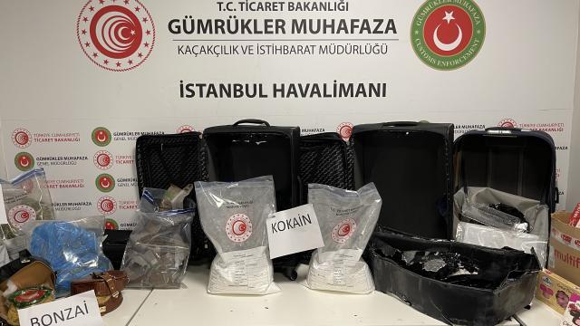 İstanbul Havalimanındaki uyuşturucu operasyonlarında yakalanan 7 şüpheli tutuklandı