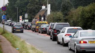İngiltere Ulaştırma Bakanı'ndan 'fazla benzin almayın' çağrısı