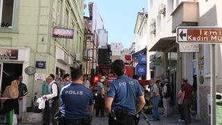 İzmir'de otelde çıkan yangında 3 kişi dumandan etkilendi