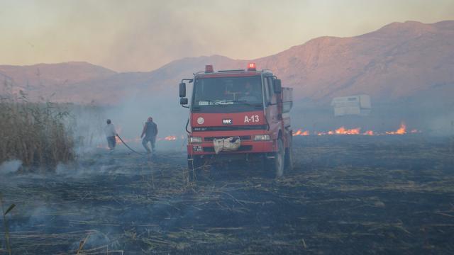 Afyonkarahisarda sazlık alanda yangın: 1000 dekar alan kül oldu