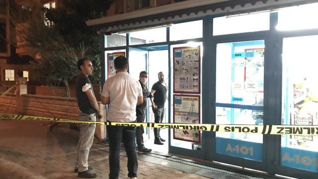 Antalyada silah tehdidiyle marketten para çalan şüpheli aranıyor