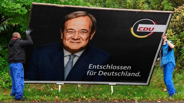 Almanyada seçimi kaybeden CDU/CSU içerisinde tartışmalar başladı
