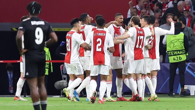 Ajax Beşiktaşı iki golle geçti