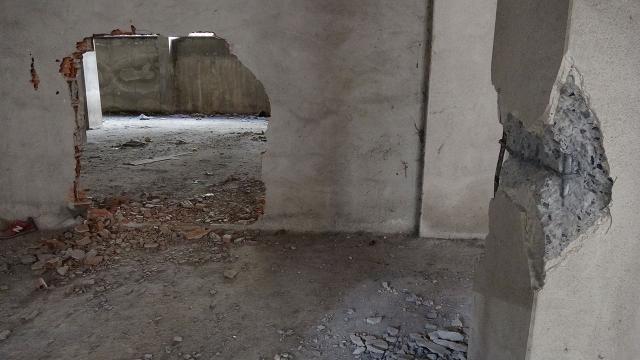 Bina sakinleri faciayı önledi: Binanın kolonlarını keseceklerdi