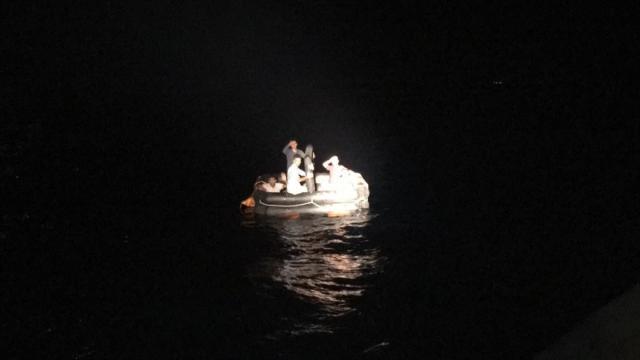 Muğlada can salındaki 6 düzensiz göçmen karaya çıkarıldı