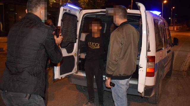 Çaldıkları araçla kaza yapan 4 kişiden 3ü yakalandı