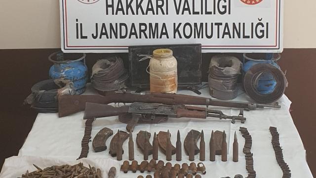 Hakkari kırsalında bir mağarada silah, mühimmat ve patlayıcı ele geçirildi