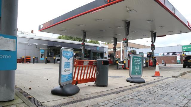 İngilterede yakıt krizi kanser hastalarının randevularının ertelenmesine sebep oldu