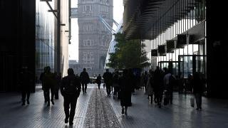 İngiltere'de 'koronavirüs kısıtlamalarını geri getirin' çağrısı