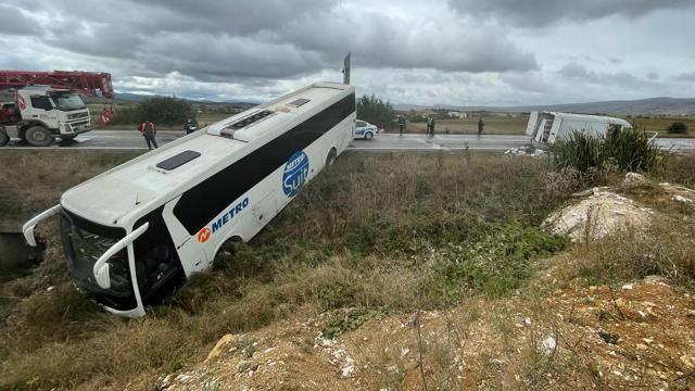Yolcu otobüsü minibüsle çarpıştı: 10 yaralı