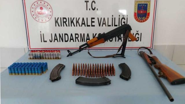 Kırıkkale'de kalaşnikof ve av tüfeği ele geçirildi