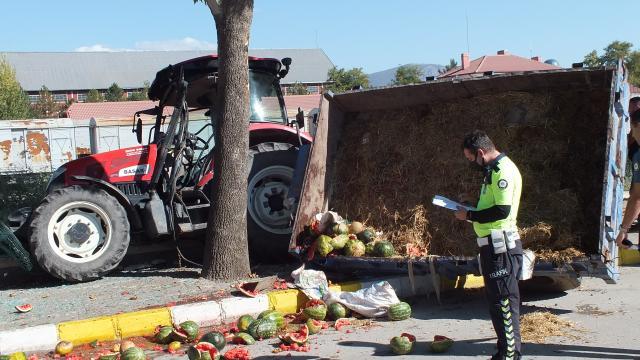 Tokatta devrilen traktördeki 5 öğrenci yaralandı