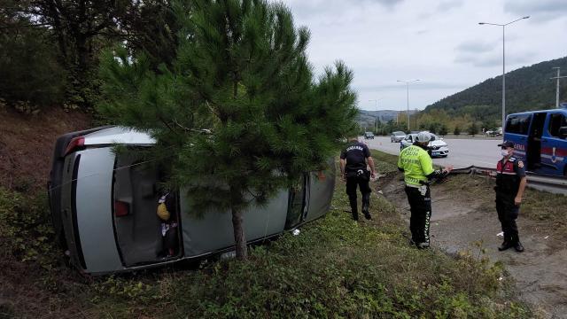 Samsunda otomobil takla attı: 2 yaralı
