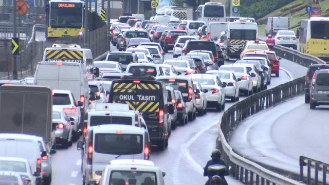 İstanbulda yağmur sonrası trafik yoğunluğu