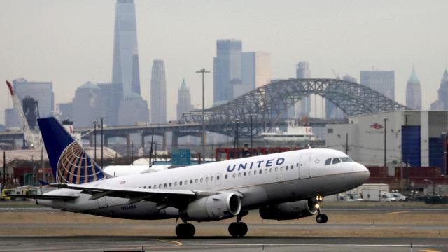 United Airlines aşılanmayı reddeden çalışanlarını işten çıkartacak