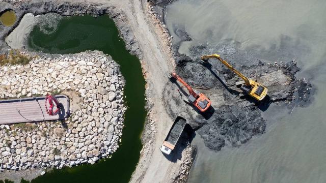 Van Gölünden 14 bin ton dip çamuru çıkarıldı