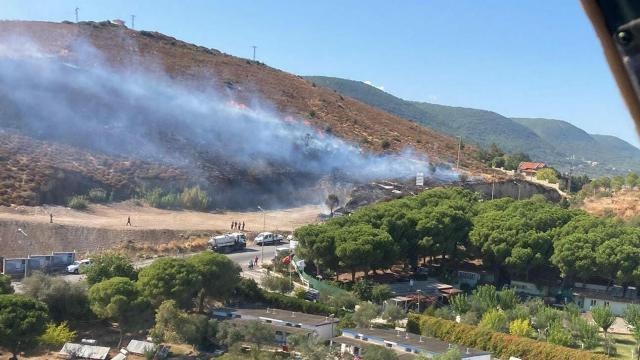 İzmir'de orman ve makilik alanda yangın