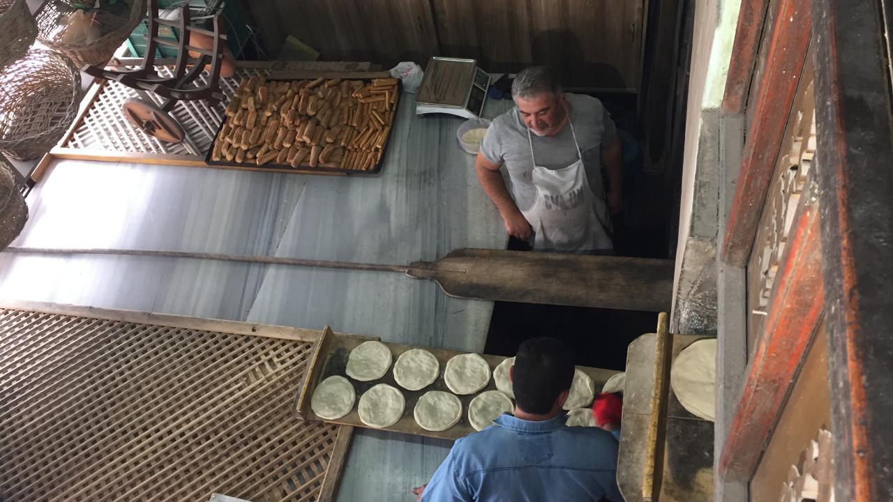 300 yıllık tarihi taş fırında 6 kuşaktır ekmek üretiliyor | TRT Haber Foto  Galeri