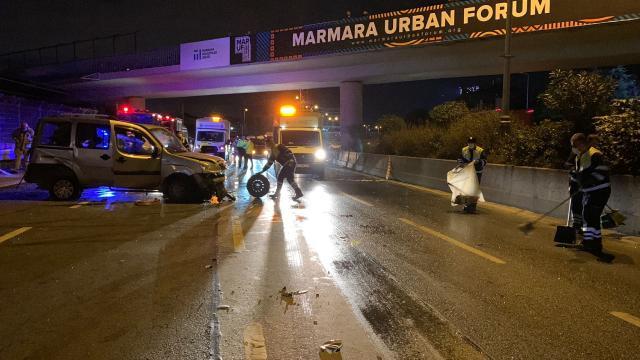 Bayrampaşada trafik kazası: 1i ağır 3 yaralı