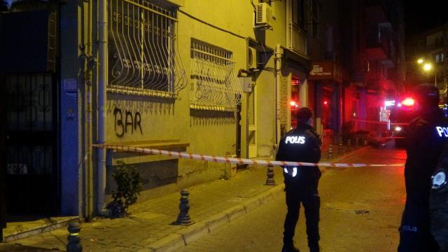 İzmirde duvarı çatlayan bina boşaltıldı